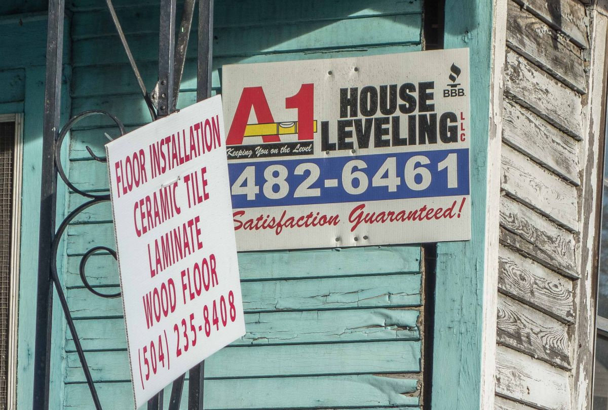 House Leveling sign.